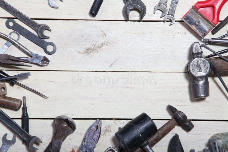 Инструменты конструкции для ремонта бьют отвертку молотком стоковое изображение rf