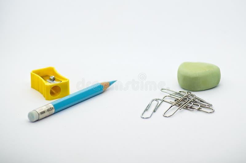 Инструменты офиса на белой предпосылке стоковое фото rf