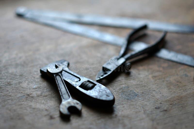 инструменты руки старые стоковые фото