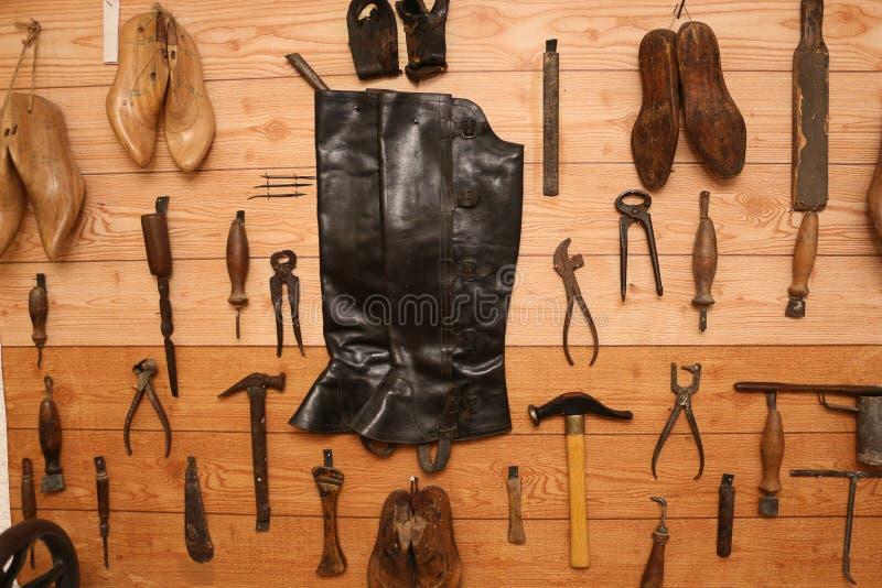 Инструменты сапожника стоковые фото