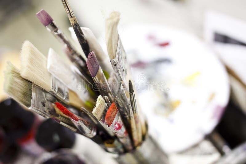 Download инструменты художника стоковое фото. изображение насчитывающей изучение - 18392420