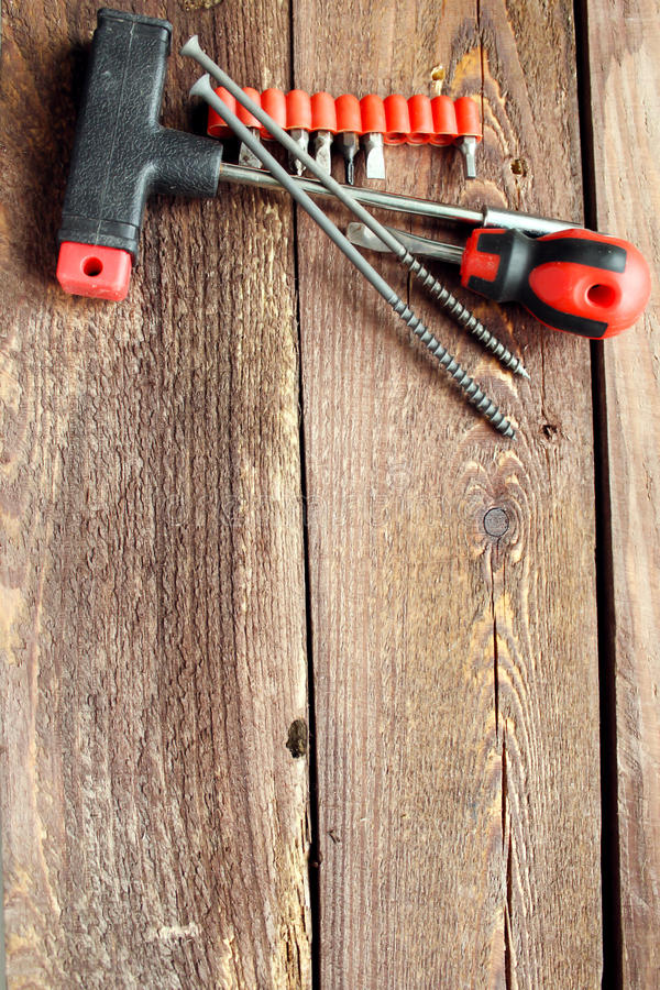 Инструменты для работы с деревянной поверхностью стоковая фотография
