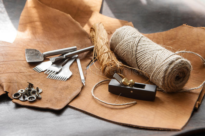 Инструменты Leathercraft стоковые изображения rf