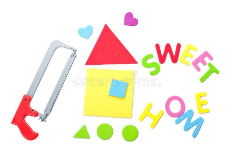 Инструмент игрушки и сладостный домашний знак стоковое фото