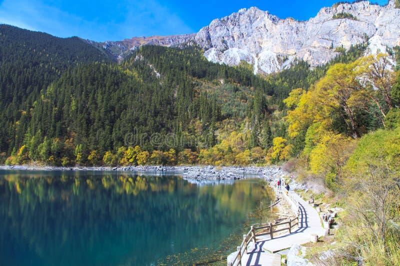 Интерес озера гор стоковое изображение