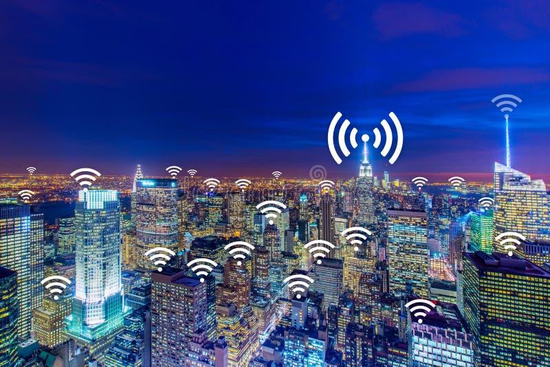 Интернет концепции вещей в городе стоковое изображение