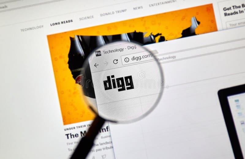 Интернет-страница Digg официальная под лупой стоковая фотография rf