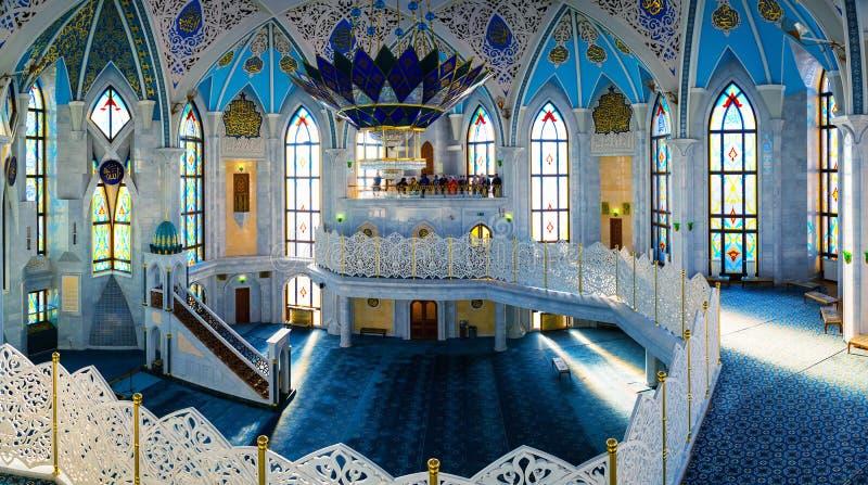 Интерьеры известной мечети Qol Sharif в Казани, России стоковая фотография