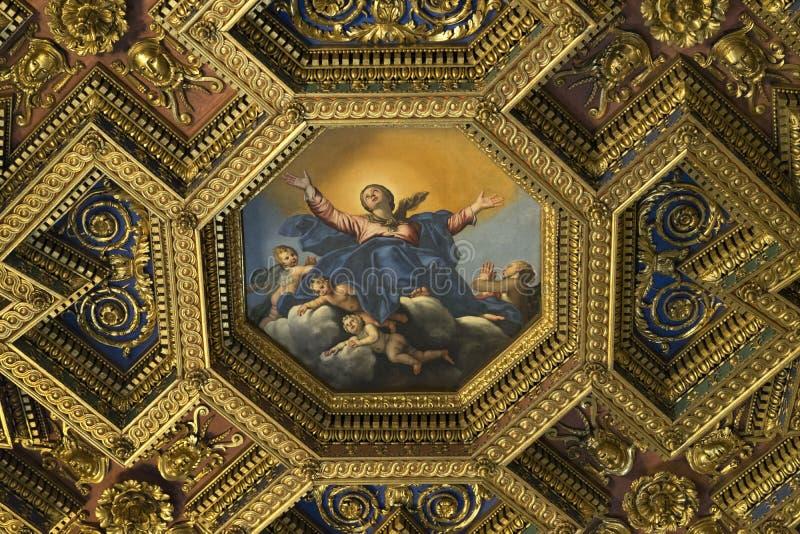 Интерьеры и архитектурноакустические детали базилики Санты mar стоковые фотографии rf