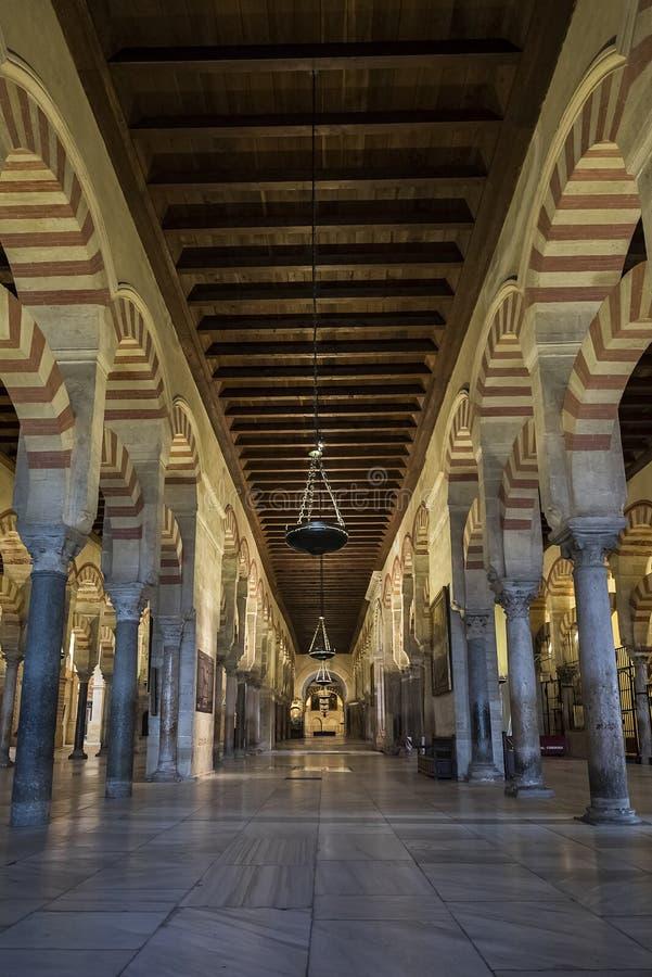 Интерьеры Mezquita в Cordoba стоковые изображения rf