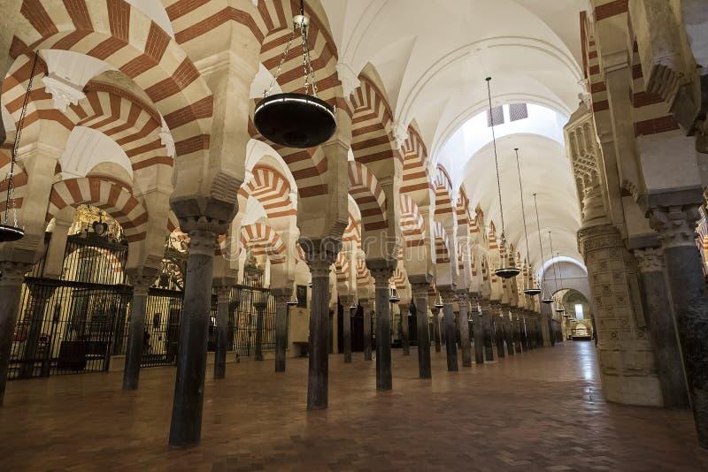 Интерьеры Mezquita в Cordoba стоковая фотография rf