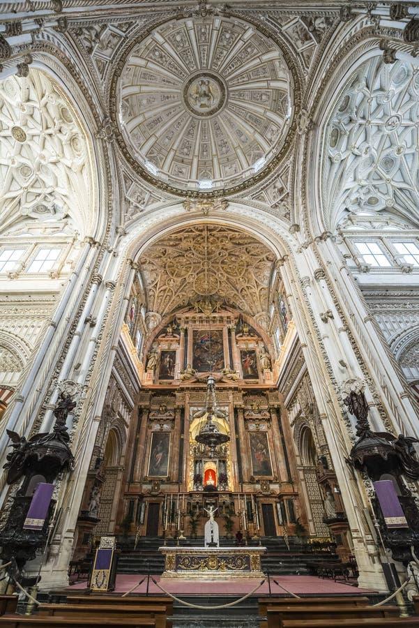 Интерьеры Mezquita в Cordoba стоковые фото