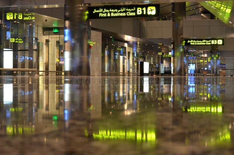 Интерьер авиапорта Дохи стоковое изображение rf