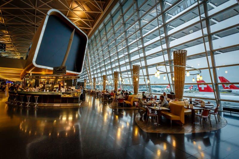 Интерьер авиапорта Kloten в Цюрихе, Швейцарии стоковое фото rf