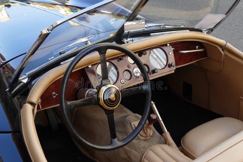 интерьер автомобиля классицистический стоковые изображения