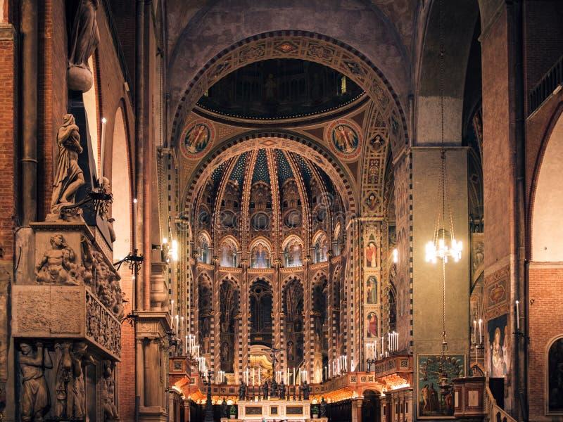 Интерьер базилики Святого Антония Падуи стоковые изображения