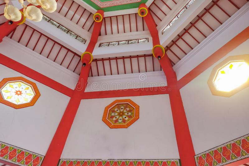 Интерьер большого hoo cheng мечети в Purbalingga, Индонезии стоковое фото rf