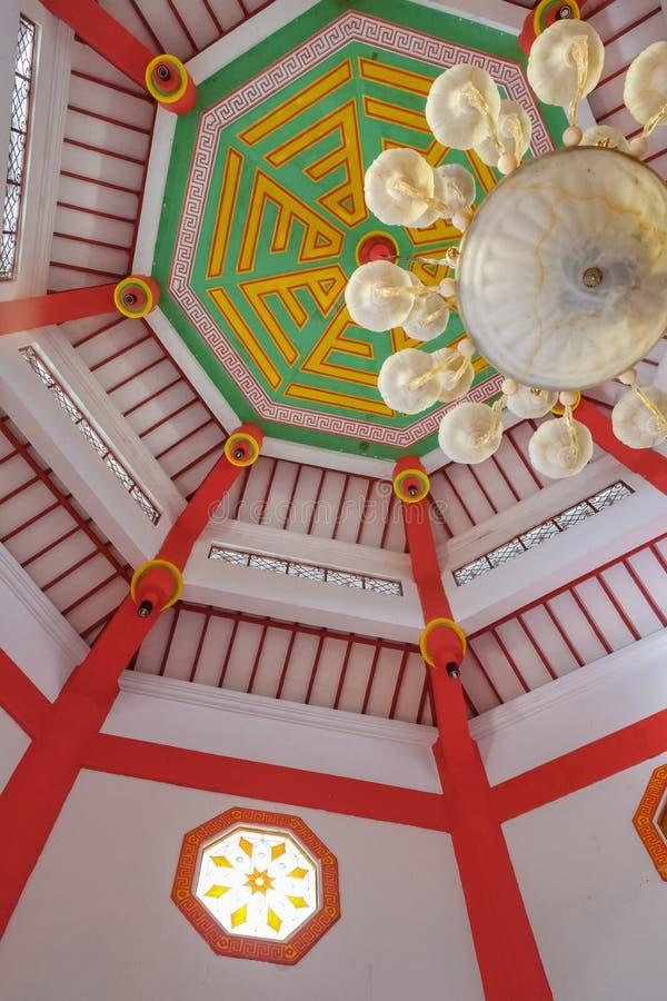 Интерьер большого hoo cheng мечети в Purbalingga, Индонезии стоковая фотография rf