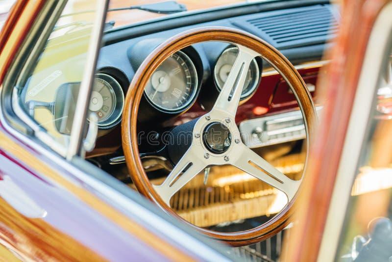Интерьер винтажного корабля автомобиля старый стоковая фотография rf