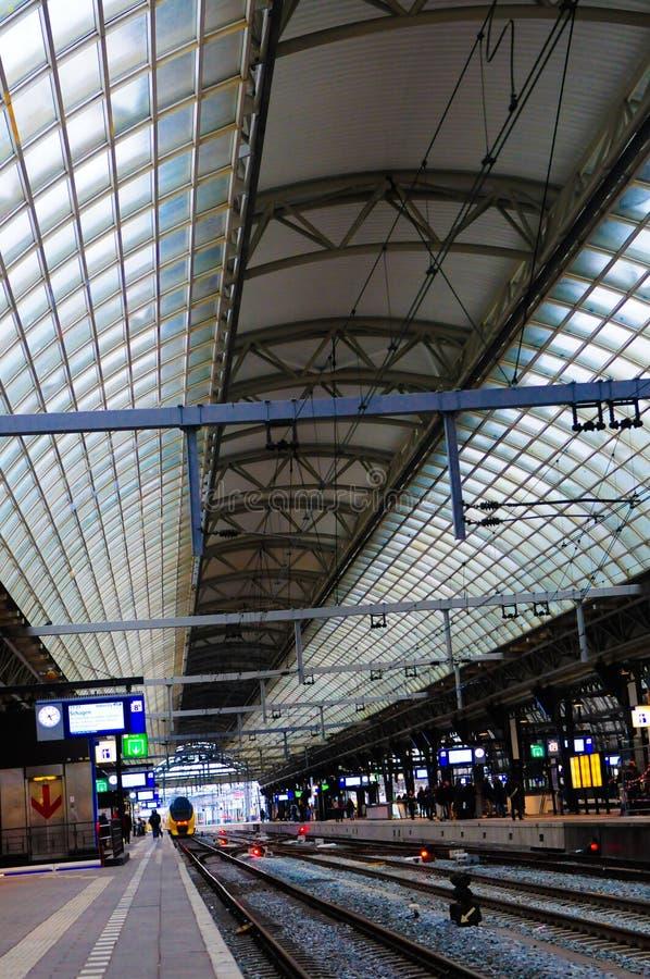 Интерьер вокзала, общественный местный транспорт, перемещение северная Европа стоковые изображения