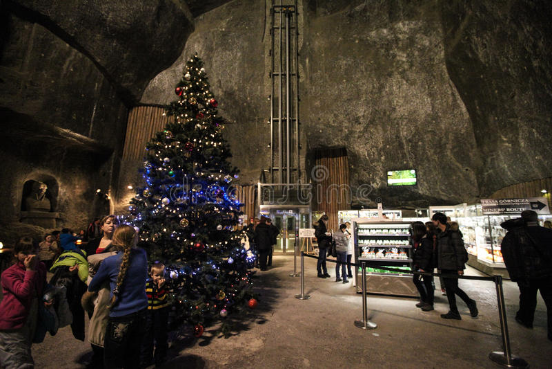 Интерьер в солевых рудниках в Wieliczka на рождестве стоковые изображения