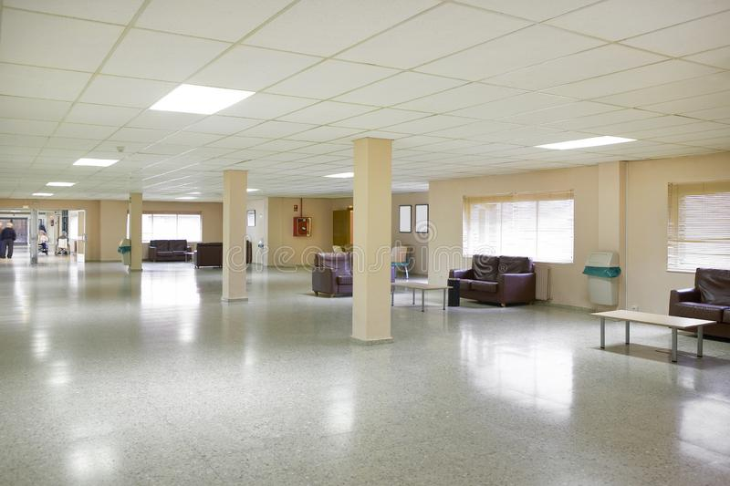 Интерьер дома престарелых Зала зоны отдыха Гериатрический медицинский центр крытый стоковое фото rf