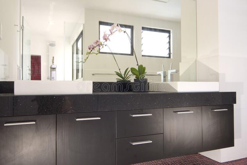 интерьер конструкции ванной комнаты стоковые изображения rf
