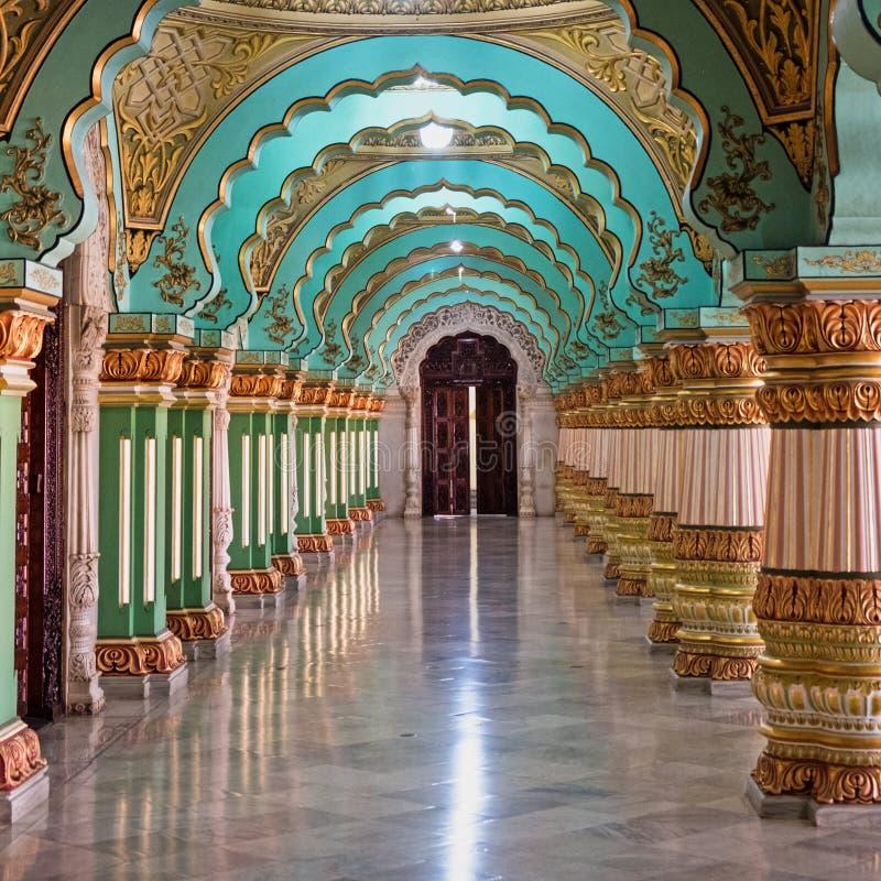 Интерьер королевского дворца на Mysuru, Индии стоковые изображения