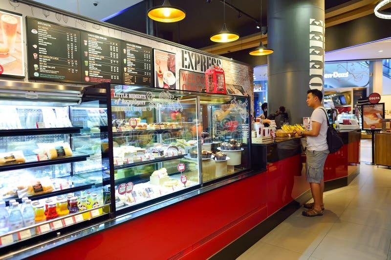 Интерьер кофе Косты стоковая фотография rf