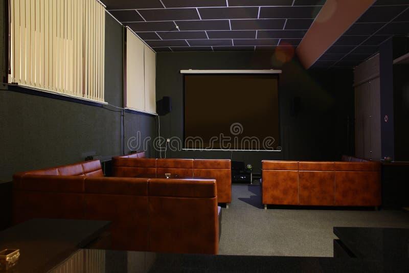 Download Интерьер красивого и современного биллиарда Стоковое Изображение - изображение насчитывающей loft, ares: 40575251