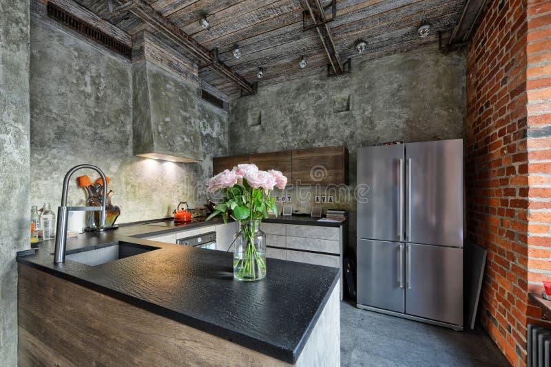 Интерьер кухни домашний, дизайн реновации просторная квартира-стиля стоковая фотография