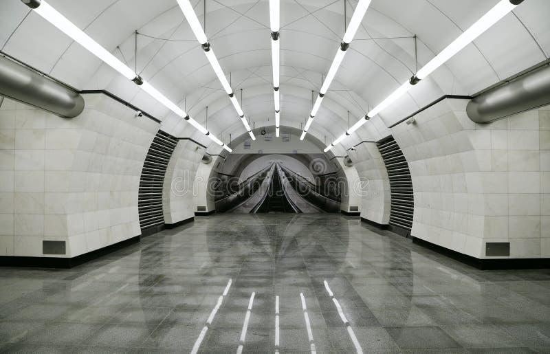 Интерьер линии Lublinsko-Dmitrovskoy ` Okruzhnaya ` станции метро Москвы стоковые фото