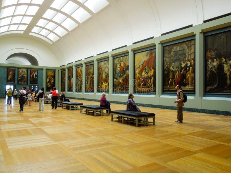 Интерьер Лувр искусства стоковые изображения