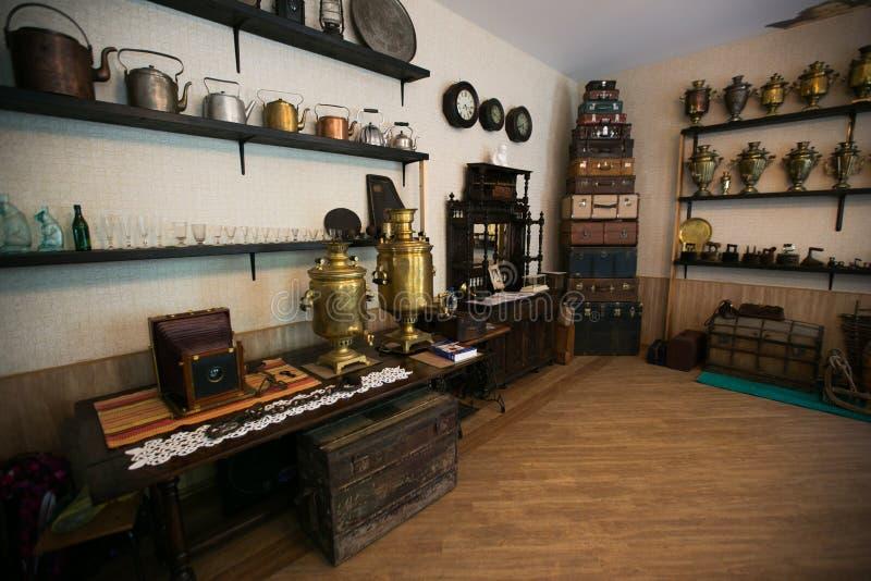 Интерьер магазина старья стоковое изображение rf