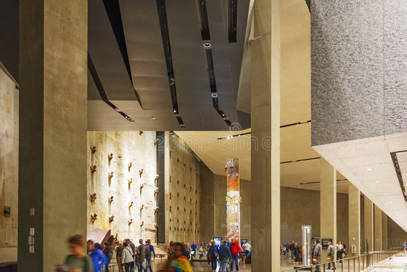 Интерьер мемориального музея национальное 9-11 с остатками учреждения WTC и последними обмылками столбца стоковое фото rf