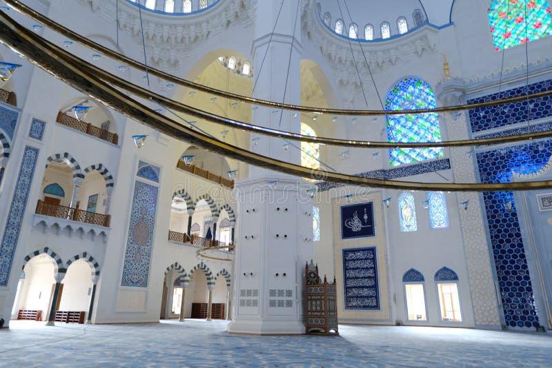 Интерьер мечети Ä°stanbul Турции Camlica стоковое фото rf