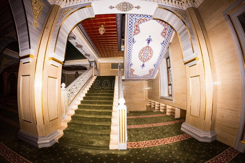 Интерьер мечети сердце Чечни стоковое изображение