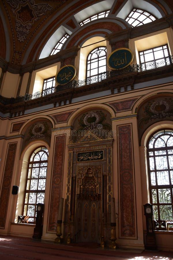 Интерьер мечети султана Dolmabahce Bezmialem Valide стоковое изображение rf