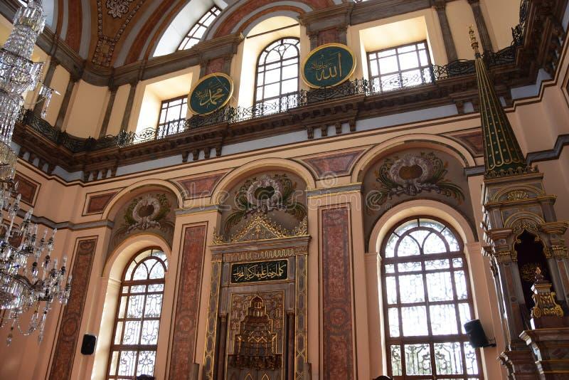 Интерьер мечети султана Dolmabahce Bezmialem Valide стоковая фотография