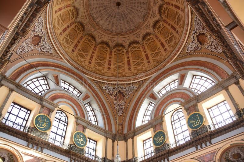 Интерьер мечети султана Dolmabahce Bezmialem Valide стоковые фото