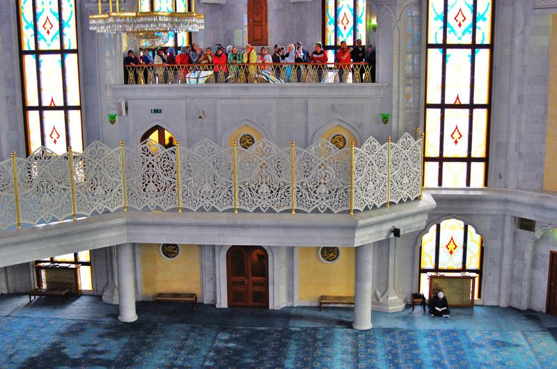 Интерьер мечети Kul Sharif в Казани Кремле, России стоковая фотография rf