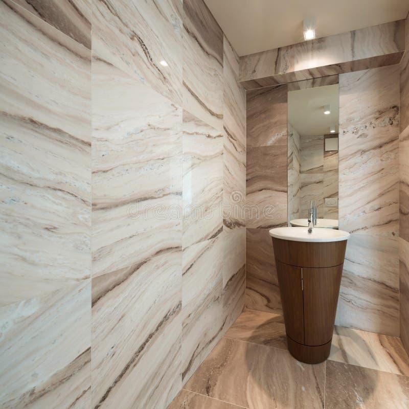 Интерьер, мраморная ванная комната стоковое изображение