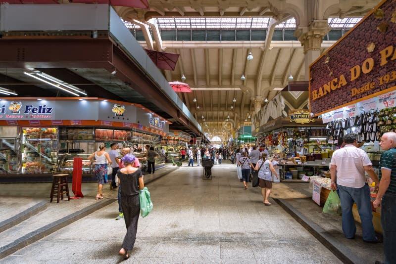 Интерьер муниципального рынка Mercado муниципального в городском Сан-Паулу - Сан-Паулу, Бразилии стоковое фото rf