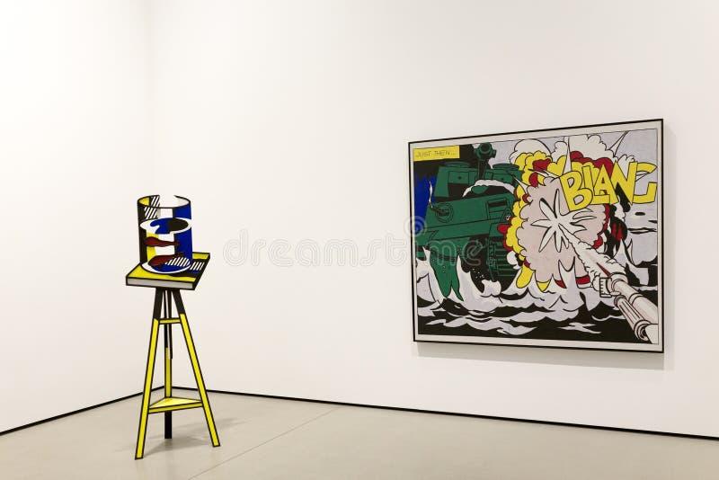 Интерьер обширного музея современного искусства стоковое фото rf
