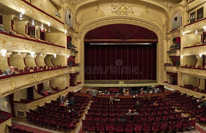 Интерьер оперного театра Taras Shevchenko украинского национального в Kyiv, Украине стоковые изображения