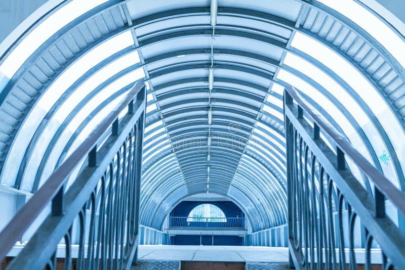 Download Интерьер дорожки тоннеля современный Стоковое Изображение - изображение насчитывающей дорога, тоннель: 33737563