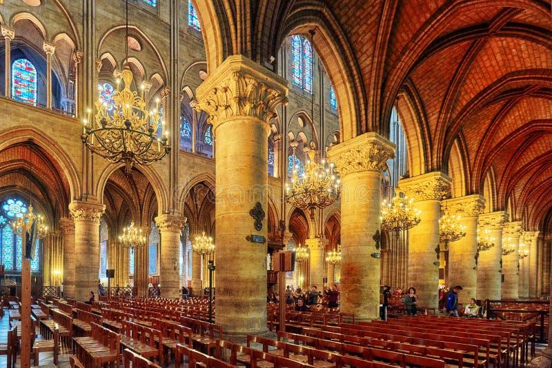 Интерьер одного из самых старых соборов в Европе Нотр-Дам de Париже стоковые фото