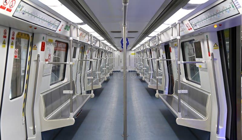 Интерьер поезда метро Шэньчжэня стоковая фотография