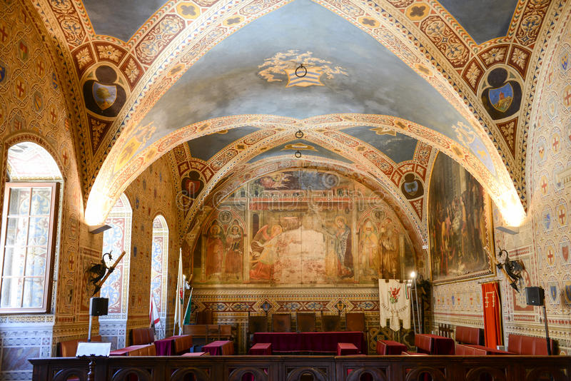 Интерьер ратуши на Volterra на Тоскане, Италии стоковые фото