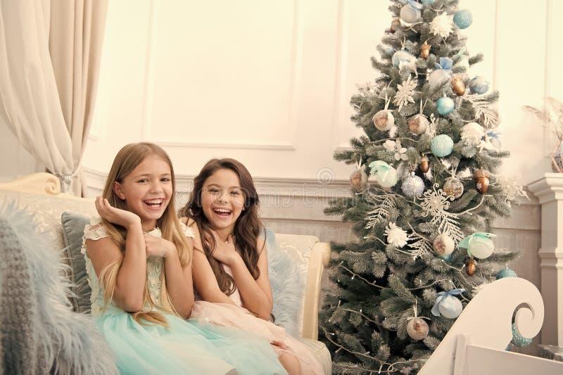 Интерьер рождества покупки xmas онлайн r E r За утро до Xmas e стоковое фото rf